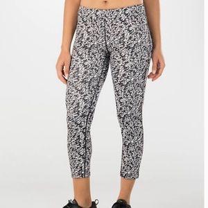 Nike Pronto Essential Dri-Fit Crop Leggings